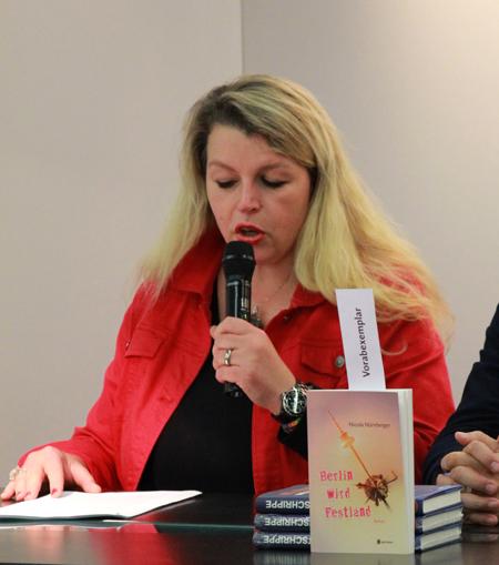 Nicola Nürnberger stellt ihren neuen Roman »Berlin wird Festland« vor