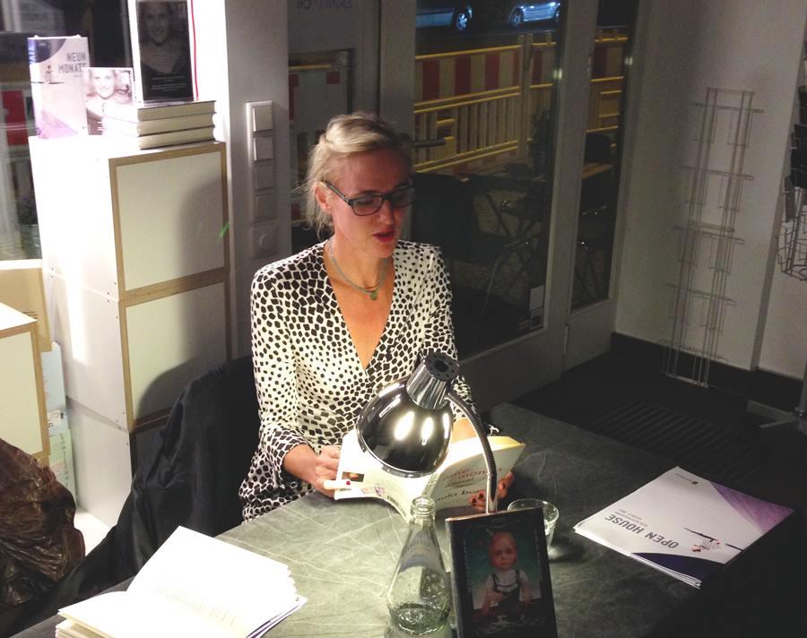 Paula Bomer in der Buchhandlung Montag in Berlin