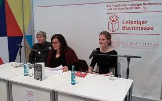 rechts: Ingvild H. Rishøi im Forum Die Unabhängigen der Kurt Wolff Stiftung, links Roland Friedel, Mitte: Übersetzerin Daniela Syczek